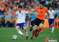 图文:荷兰VS日本 范博梅尔中场屏障