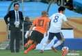 图文:荷兰VS日本 松井大辅斯内德比拼