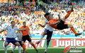 图文:荷兰VS日本 库伊特飞身倒钩