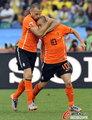 图文:荷兰VS日本 海廷加轻吻斯内德
