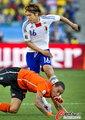 图文:荷兰VS日本 大久保嘉人防守凶险