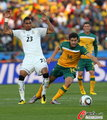 图文:加纳VS澳大利亚 瓦雷里博阿滕斗法