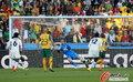 图文:加纳VS澳大利亚 吉安点球瞬间
