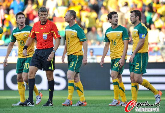 腾讯特评:红牌反成就澳大利亚 他们该赢比赛