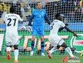 图文:加纳1-1澳大利亚 施瓦泽一脸茫然