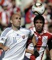 图文:斯洛伐克VS巴拉圭 望球兴叹