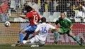 图文:斯洛伐克VS巴拉圭 捅射瞬间