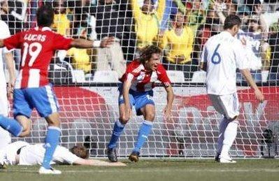 腾讯特评:主帅妙招致胜 谁说巴拉圭只会防守