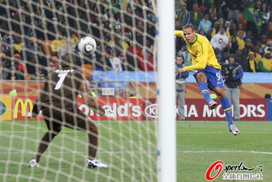 半场快评:巴西拾起实用主义 温柔地掐死对手