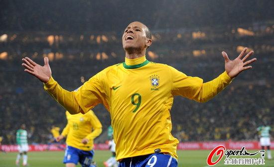 半场快评:巴西队让球迷失望 却离冠军更近