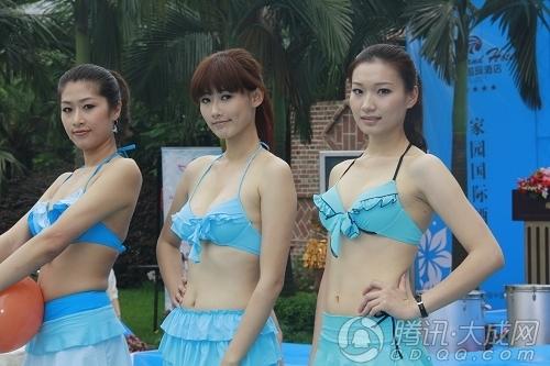 组图:成都美女泳池秀比基尼 引围观者不慎落水