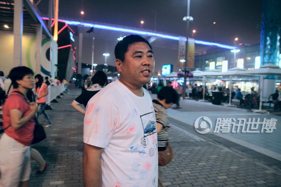 中国人都有印章情结,盖章是为了珍藏世博记忆