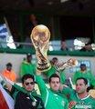 图文:墨西哥0-1乌拉圭 球迷激情助威18
