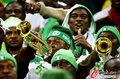 图文:韩国VS尼日利亚 球迷激情助威(22)