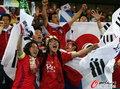 图文:韩国VS尼日利亚 球迷激情助威(26)