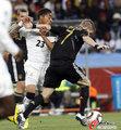 图文:加纳0-1德国 小猪强突