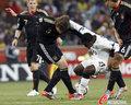 图文:加纳0-1德国 赫迪拉中场屏障