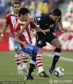 图文:巴拉圭0-0新西兰 法隆带球突破