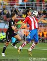 图文:巴拉圭0-0新西兰 圣克鲁斯胸部停球