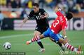 图文:巴拉圭0-0新西兰 阻截对手进攻