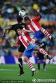 图文:巴拉圭0-0新西兰 双方人仰马翻