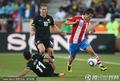 图文:巴拉圭0-0新西兰 高速带球突破