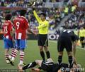 图文:巴拉圭0-0新西兰 裁判严厉判罚