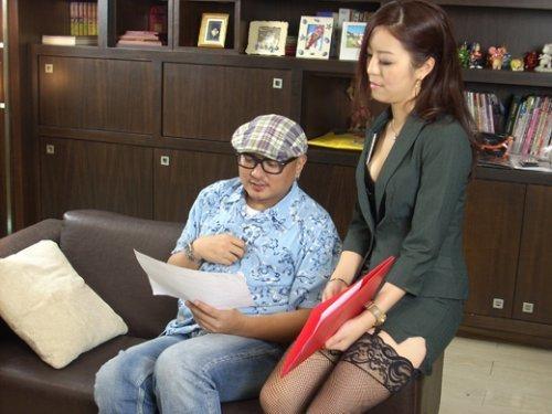 奇热网色情6913_秘书文件有奶香 台湾网游色情广告再惹争议
