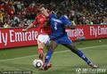 图文:瑞士0-0洪都拉斯 靠身护住足球