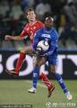 图文:瑞士0-0洪都拉斯 手球犯规