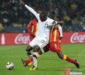 图文:美国VS加纳 阿尔蒂多雷遭拉拽
