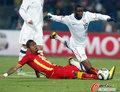 图文:美国VS加纳 阿尔蒂多雷被铲