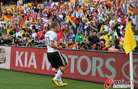 德国VS英格兰 兴奋的波尔蒂图片 83973 550x355