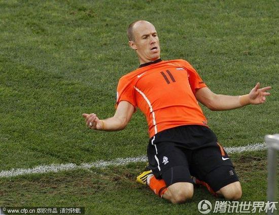 特评:罗本复出引爆荷兰 进球应感谢范佩西