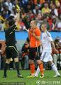 图文:荷兰2-1斯洛伐克 罗本吃到黄牌