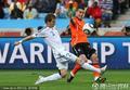 图文:荷兰2-1斯洛伐克 范佩西单挑对手