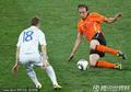 图文:荷兰2-1斯洛伐克 倒地飞身铲球