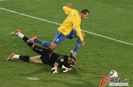 半场快评:领先不能带来愉悦 愿巴西漂亮胜利