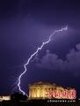 高清:媒体拍下闪电劈向希腊帕特农神庙