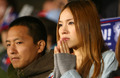 组图:日本美女球迷泪眼朦胧 双手合十祈祷