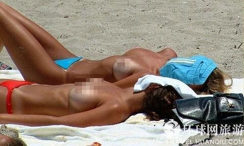 组图:澳大利亚海滩抓拍裸晒美女
