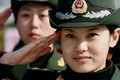 组图:世博大学生女兵苦练 将承担安保任务