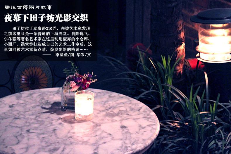 酒吧门外的露天餐桌,鲜花芬芳,珠光摇曳,独缺美人与佳肴。