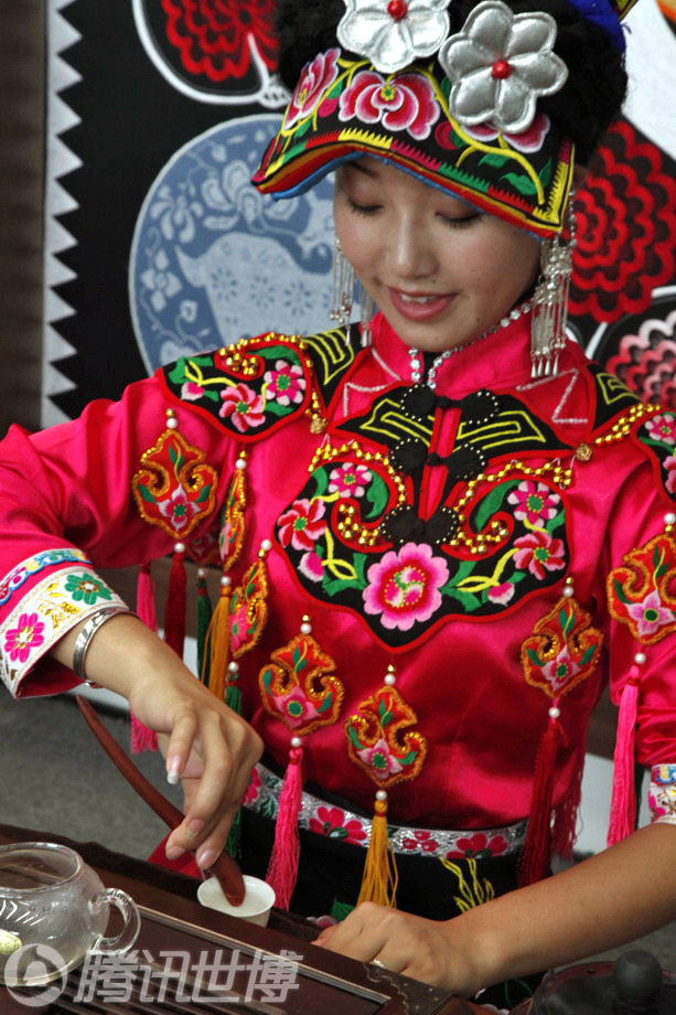 北川美女尔玛姐宝钢大舞台秀羌族茶艺