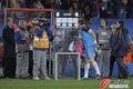 图文:巴拉圭0-1西班牙 卡西与女友亲吻