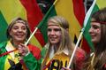组图:加纳用表现征服球迷 美女盛装欢迎偶像