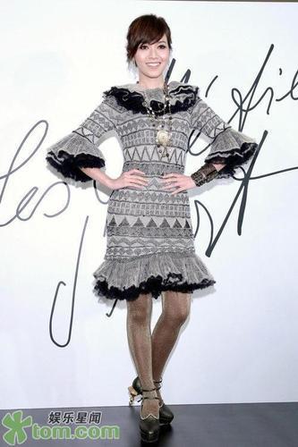 情趣:黑丝丝袜组图边复古蕾丝热衷网眼的风情睡袍女星卖弄图片