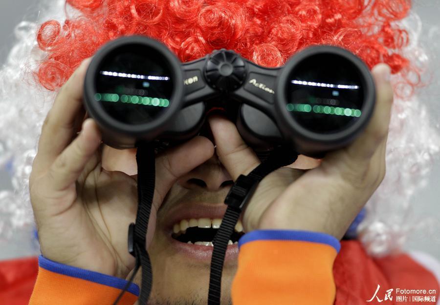 高清:乌拉圭VS荷兰 双方女球迷美艳大比拼