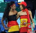 图文:西班牙VS德国 球迷激情助威(12)