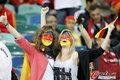 图文:西班牙VS德国 球迷激情助威(20)